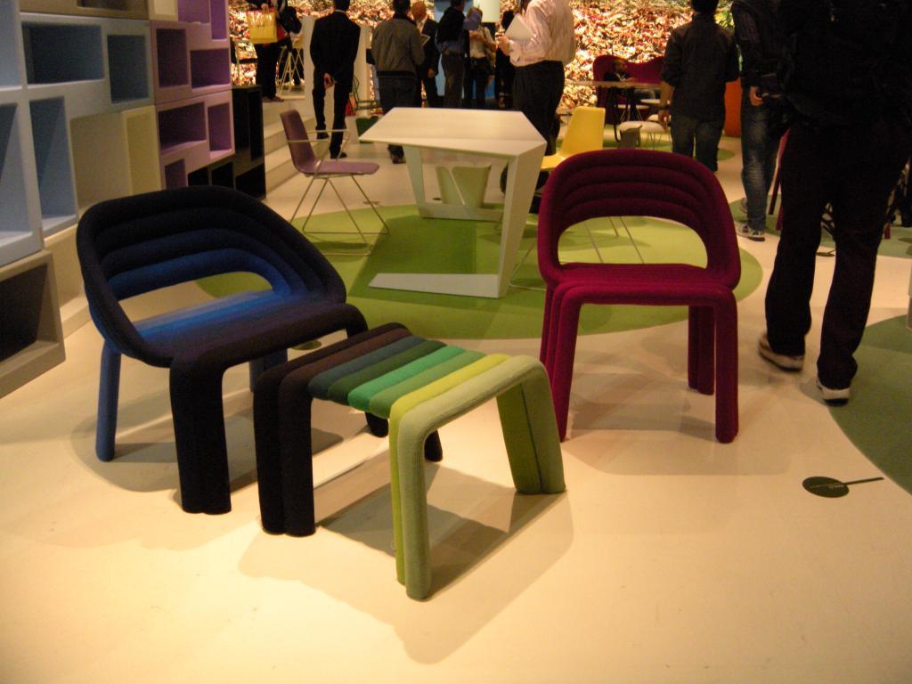 Un mondo di colori per le sedie all ultimo salone del for Sedie per salone