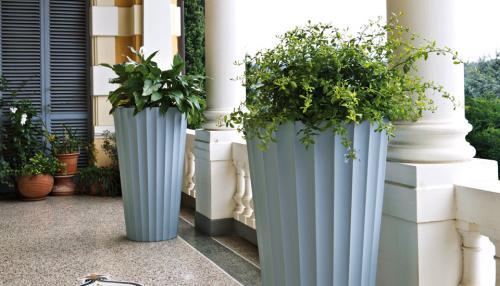 Il design in un vaso eufronio proposto da serralunga for Repliche mobili design