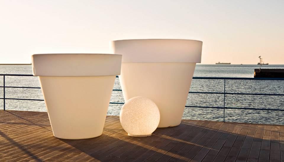 VAS-ONE, VAS-THREE e VAS-ETTO, da SERRALUNGA .. vasi con luce interna per arredare il tuo ...