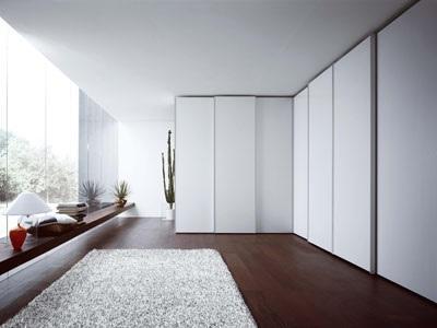 Da NOVAMOBILI, comodità e spazio nell\'armadio ad ante scorrevoli ...