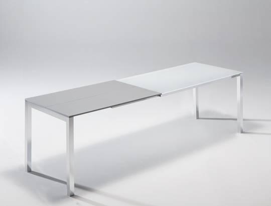 Techno il tavolo di riflessi che si allunga fino al for Riflessi arredamento