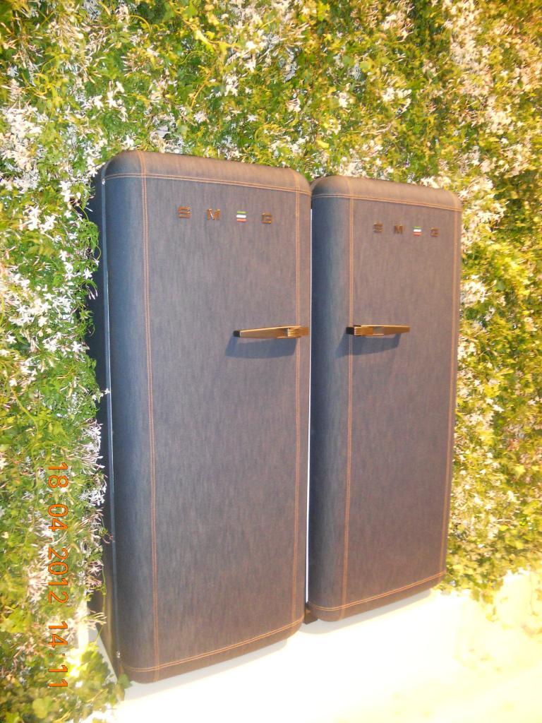 Fab 28 il frigorifero in jeans denim di smeg non solo mobili for Frigorifero bombato