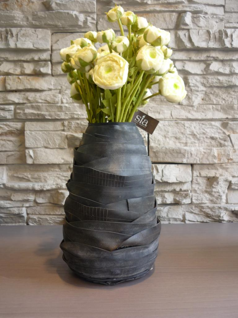 Ricicla riusa recupera vasi per fiori serax for Vasi arredo
