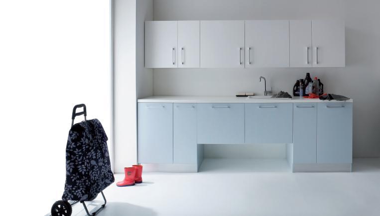 Composizione salvaspazio bagno o lavanderia con porta lavatrice e