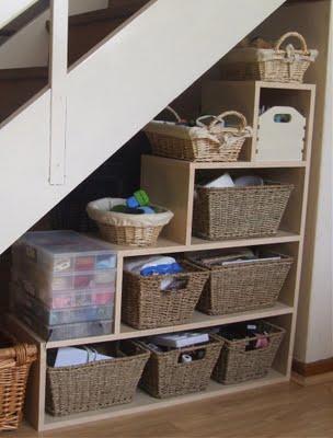 sottoscala, sotto scala, arredamento per sottoscala, mansarde, armadio, libreria, scaffali, bauli